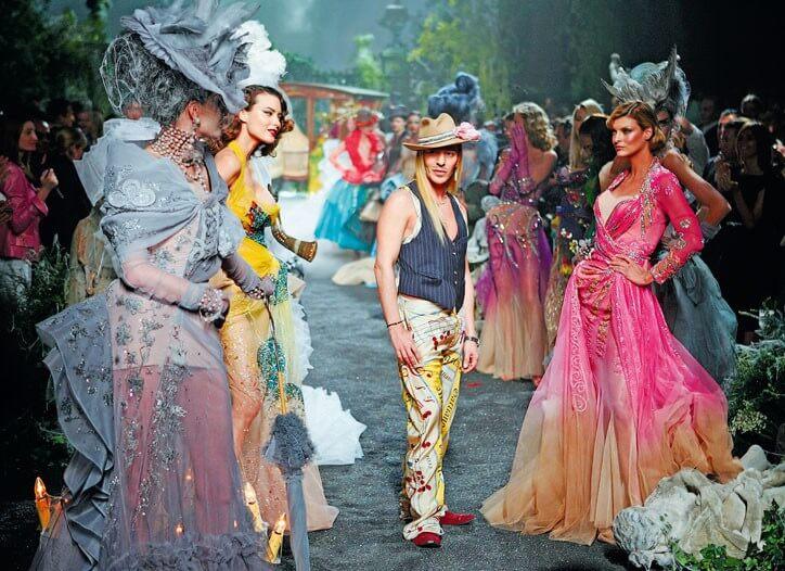 John Galliano在2001年因為說出「猶太婊子」等仇恨猶太人言論而即時被LVMH集團開除Dior創意總監的職務。