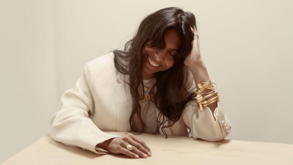 總部位於倫敦的珠寶品牌Alighieri,創始人兼珠寶設計師Rosh Mahtani成為第三位英女皇伊麗莎白二世設計大獎(Queen Elizabeth II Award for British Design)的獲獎者。