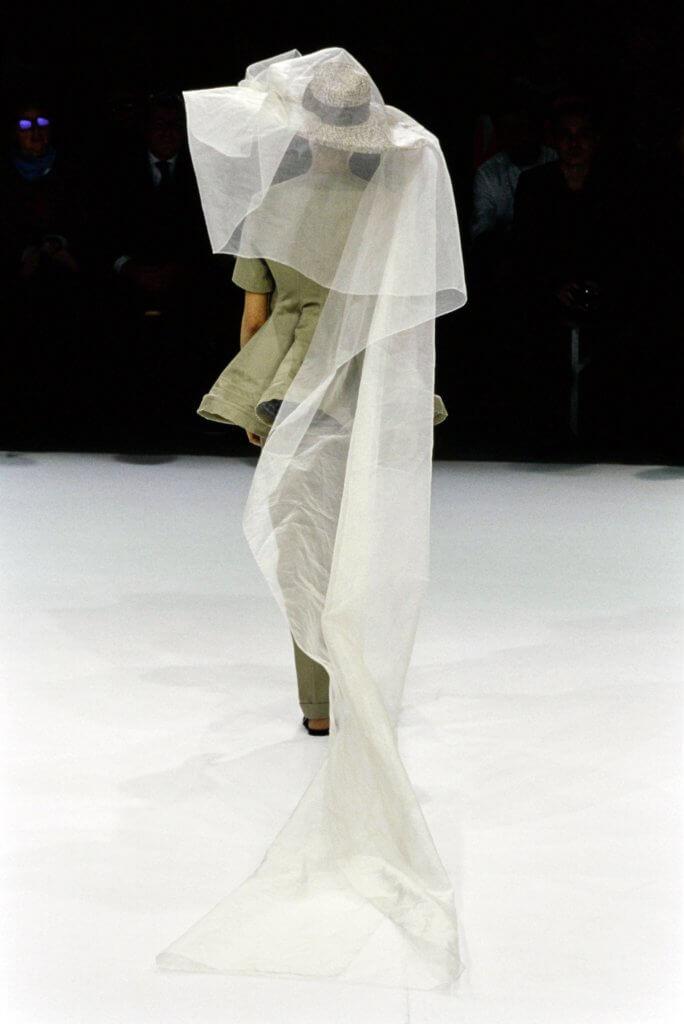yohji-yamamoto-spring-1999-rtw-detail-03-may-andersen
