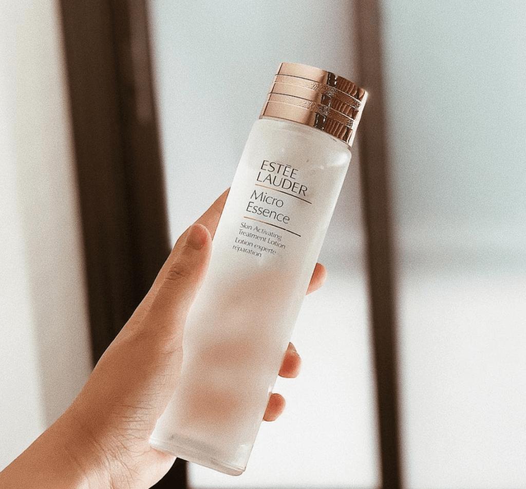 Estee Lauder Micro Essence 微精華原生液 200ml HKD780 品牌以特殊高效滲透科技,結合微量元素、多元胜肽等配方,使皮膚光透潤澤,同時倍大後續保養效果,進一步促成健康膚況。