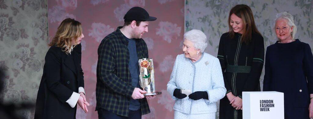 英女皇伊麗莎白二世設計大獎在2018年成立,首位獲得這個殊榮的Richard Quinn,在今天已經成為發光發亮的設計師。