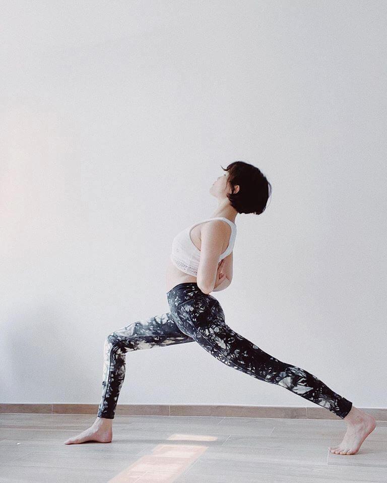 Charlotte身兼多職,除了是作家、攝影師等,更是瑜伽導師。