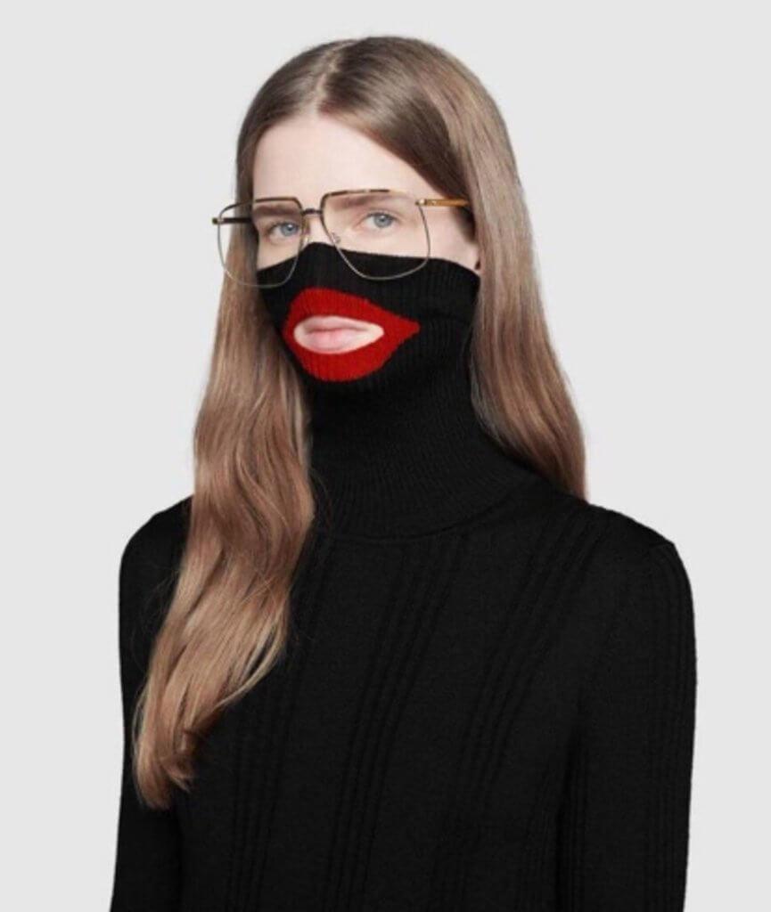 去年推出被批判歧視黑人設計的「紅嘴唇」黑色Balaclava高領毛衣