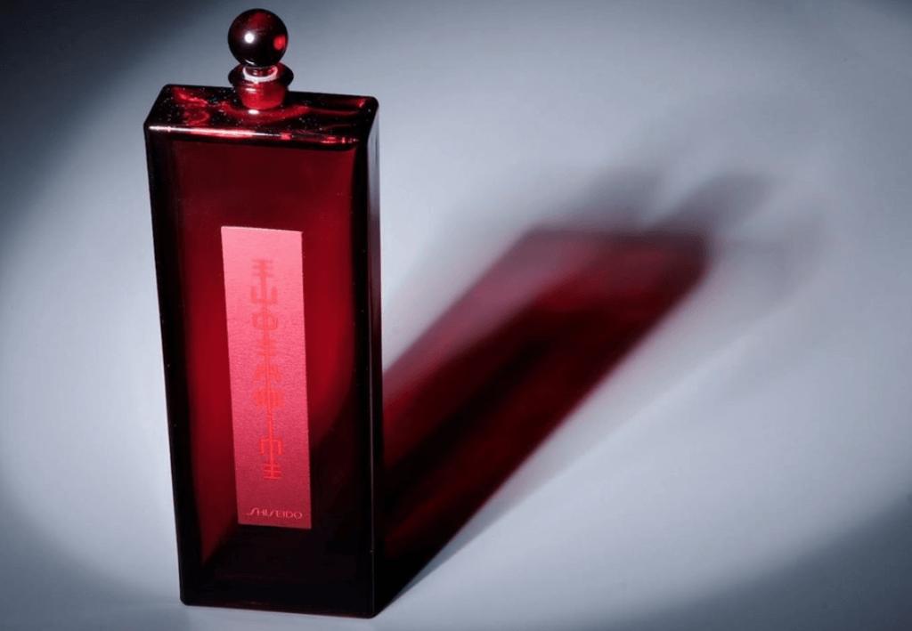 Shiseido Eudermine 滋潤活膚水 200ml HKD600 這款百年護膚經典的「世紀之水」將全方位喚醒肌膚的天然防禦力,具有補水、鞏固鎖水屏障;其芍藥的成分更是讓肌膚持續保濕的秘密,能有效滋養及調理角質,特別適合角質肥厚、乾燥、小細紋、炎症等疲憊膚況困擾者使用。