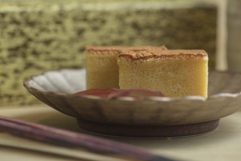 江戶前玉子燒 // 把一整條玉子燒買回來,你大可按心情切成長形、方形,甚至是如同cheese cake一樣的三角形。(堂食$198,外賣自取7折)