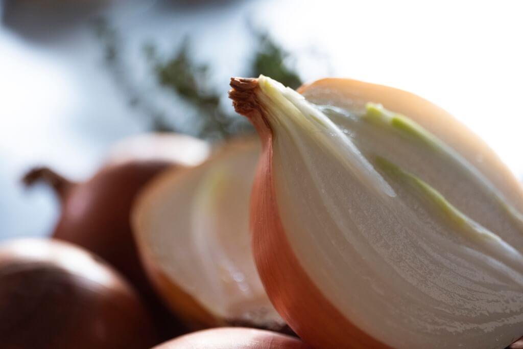 網傳多吃洋葱能醫療肺部纖維化,而不少日本人患感冒的時候,也會煲洋葱水強身。