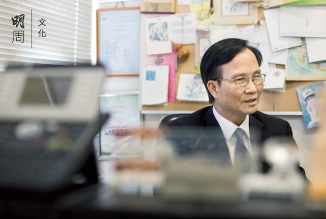 老人科專科醫生王春波對病人說話時,像哄小孩一樣溫柔。