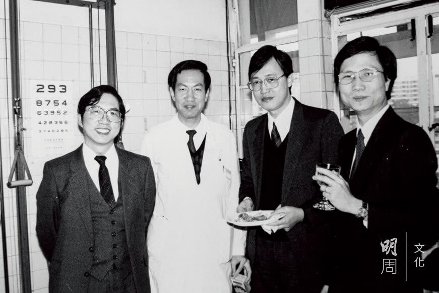 王醫生二十年前與香港老人專科師祖吳有容醫生(右二)和吳鼐成醫生(右三)合照。