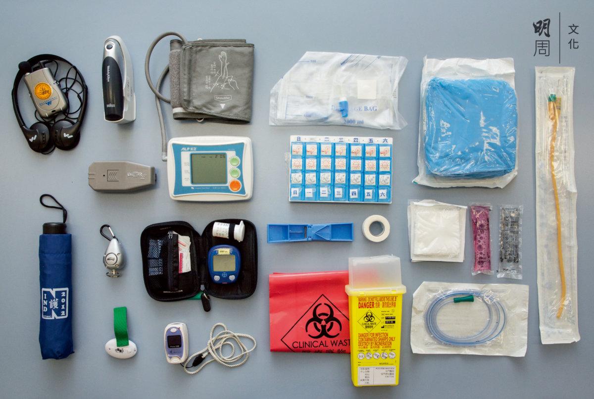 護士外展服務時,隨身攜帶的各式工具設備和衞生用品。