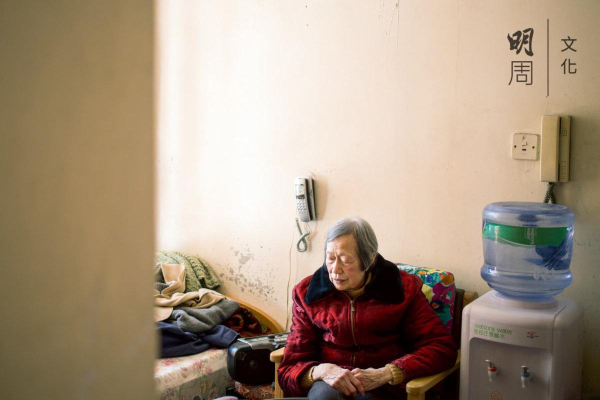 楊婆婆很擔心自己會摔倒,更擔心自己摔倒要連累親戚照顧她。