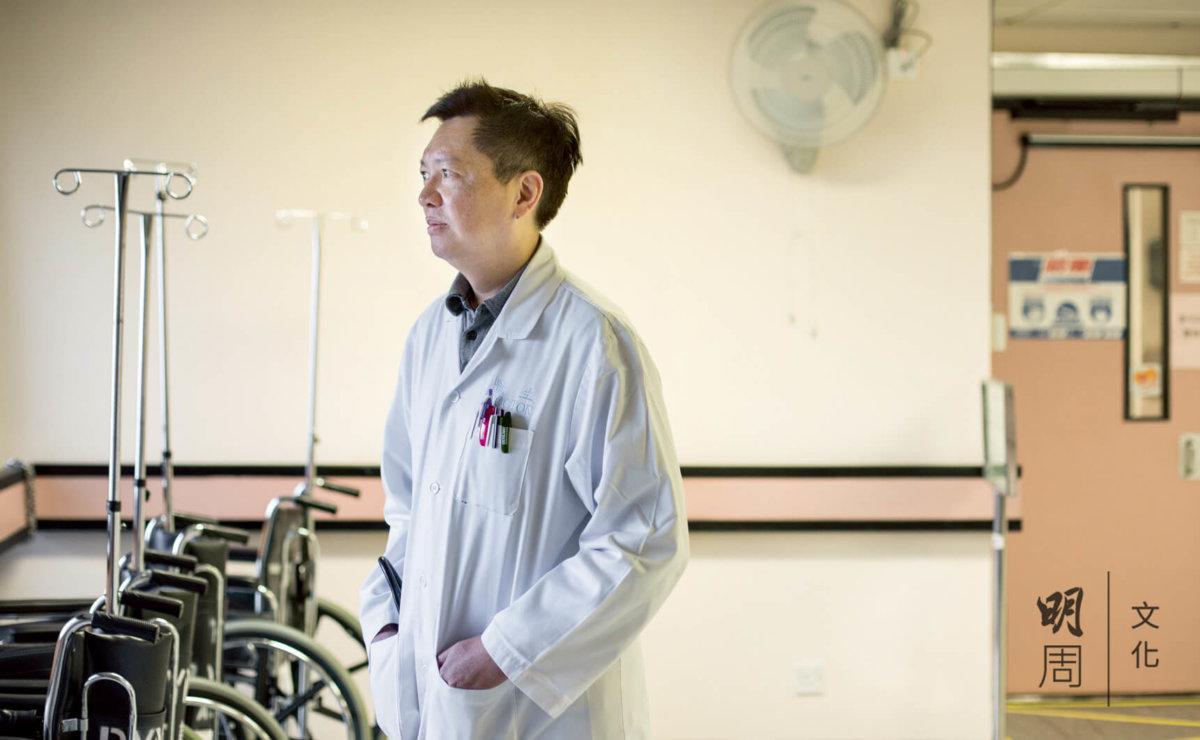 香港老人科醫學會前會長江明熙估計,老人科比起一般科多出約三成人手。