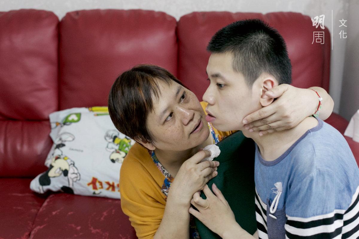 媽媽多麼希望兒子可以喊一聲「媽媽」。