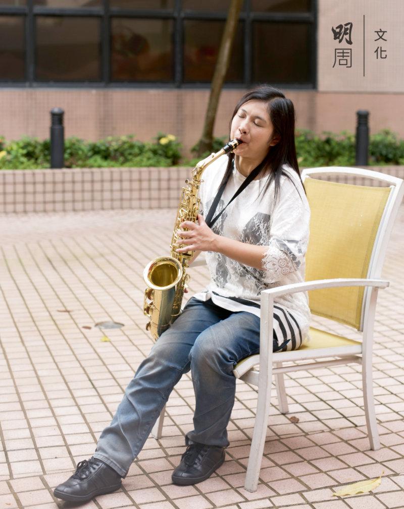 溫淑鈞 24歲 學色士風十四年,在各類比賽中獲得不少獎項,表演經驗豐富,能歌善舞。