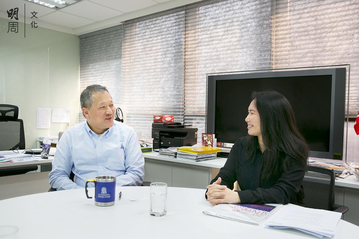 香港聲學會前主席何德建(左)及現任主席郭美珩