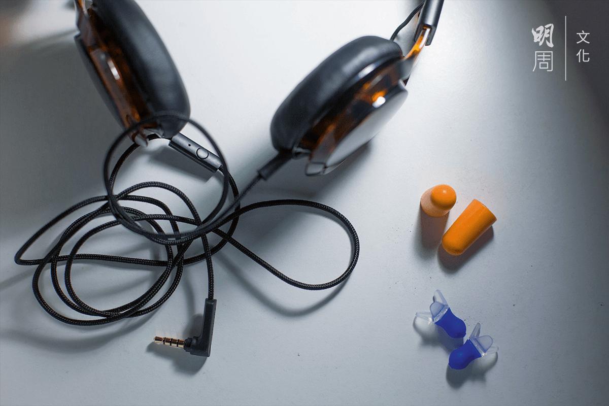 對耳塞已經開始依賴,成為必需品。