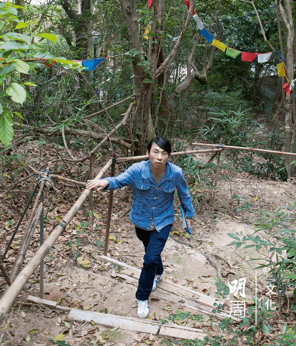 王鎮海驚歎,日本藝術家鈴木昭男怎麼找到彩虹坪石遊樂場這個小山頭作為「音點」;這是本次行程與當年面目最無變化的一處。