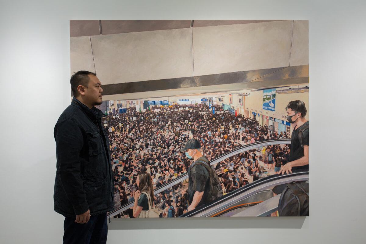 選擇畫下8.12機場集會為最大幅的作品,周俊輝解釋是因為他覺得這是唯一一次會出現的抗爭情境。