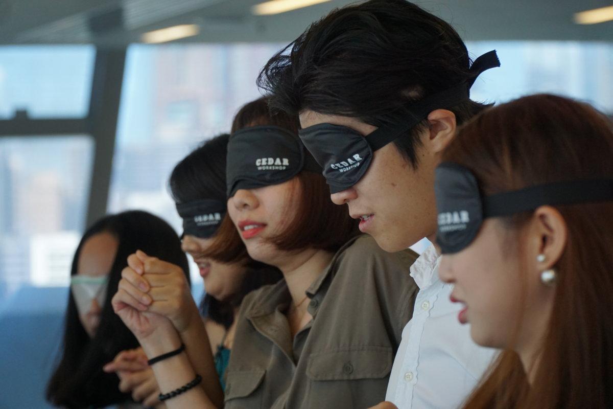 Cedar在大學舉辦的視障體驗活動。(圖片由受訪者提供)