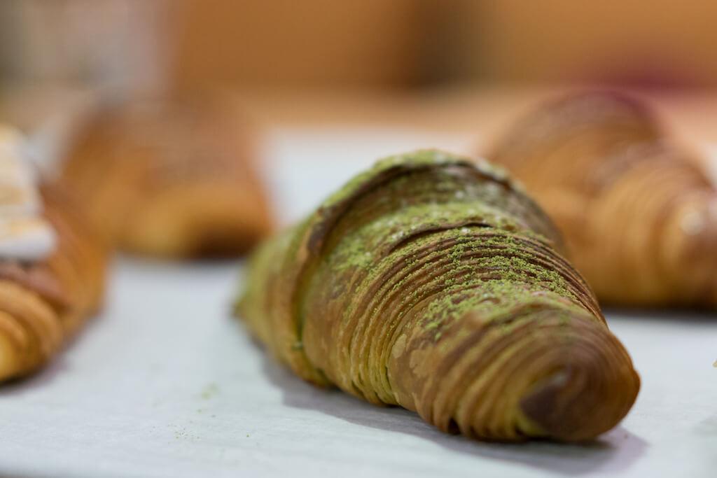 Matcha Croissant//相對大路而又人氣的抹茶口味,味道濃郁在牛角包麵糰混和了抹茶粉,味道甘甘甜甜。($26)