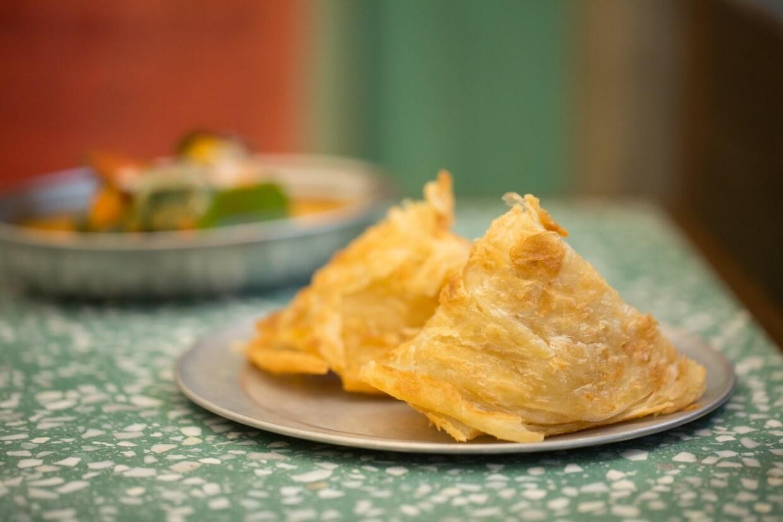 鮮製泰式飛餅 // 餐牌上也明示「宜配咖喱」。但老實說,這香脆又鬆軟的口感,配甚麼都好吃。($38)