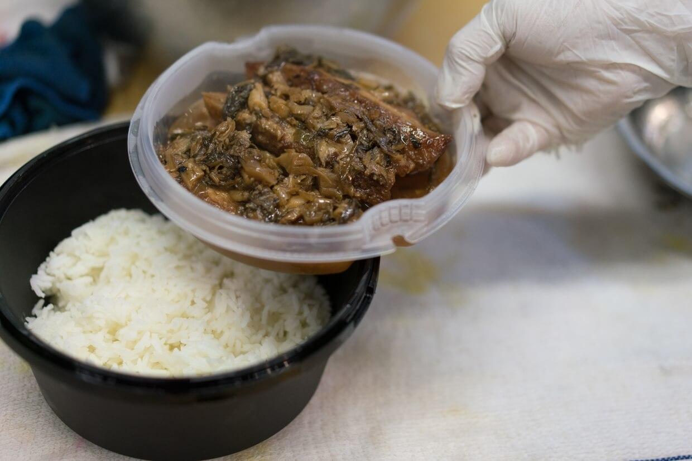 梅菜扣肉飯 // 昔日得龍招牌,亦是今日外賣店的每日例飯之一。生哥記得舊時總有客人想要餸菜另上,今日外賣盒特以兩層結構,把飯菜分離,貼心照顧不同食客所需。($40)