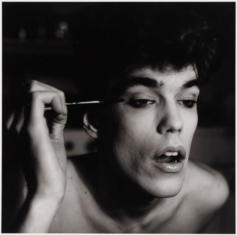 2-peter-hujar-david-brintzenhofe-applying-makeup-ii-1982-768x762