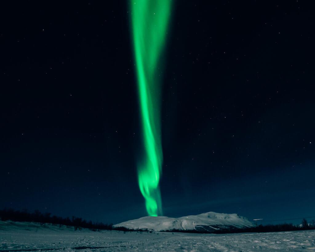 拍攝於瑞典Abisko,第一次去北歐看極光,但因為天氣問題完全看不到,所以第二年再去,這張就是Rita人生中第一道見到的極光。