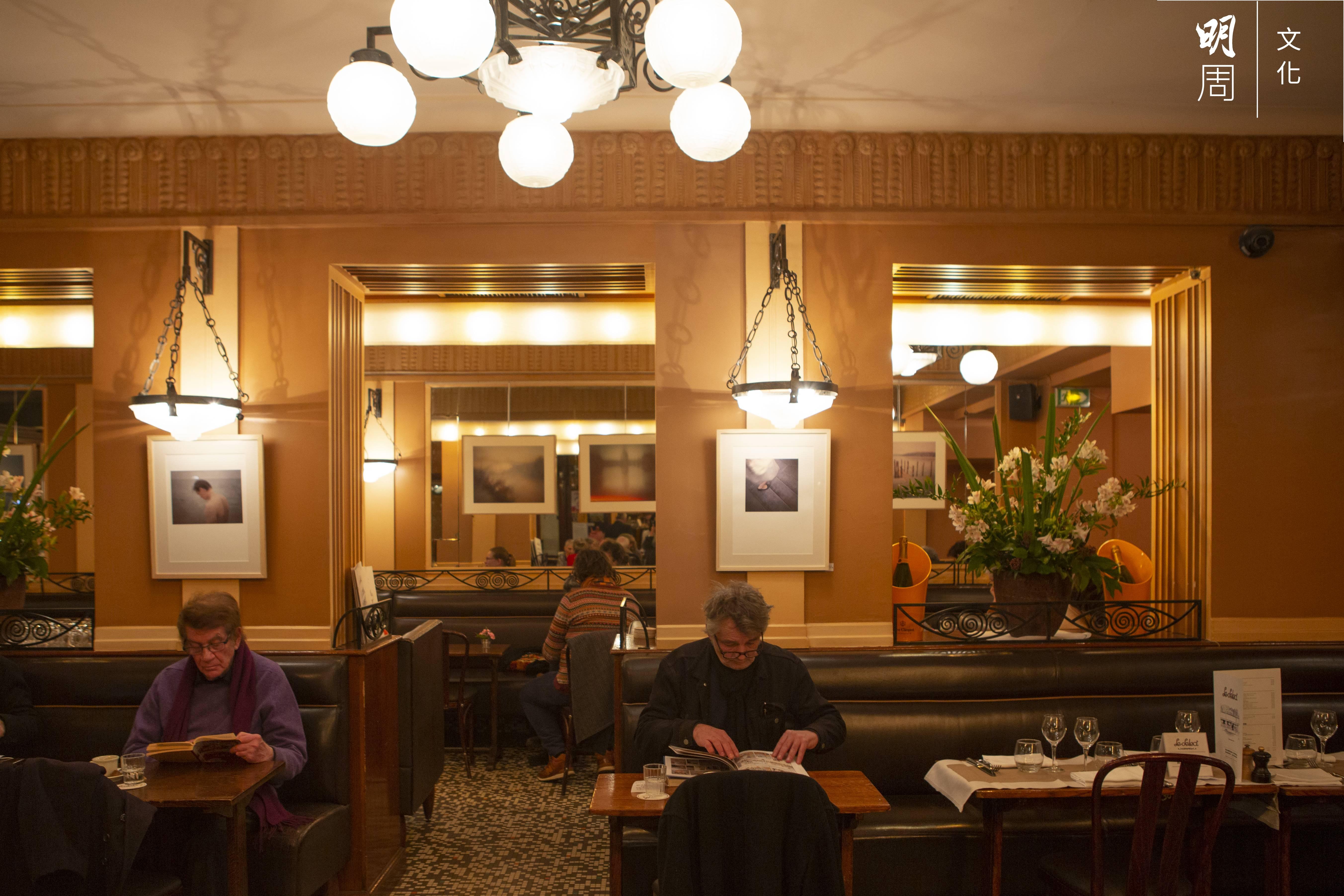 蒙帕納斯咖啡館內外愜意舒適,適合思考、讀書或聊天,多少驚天動地的靈感在此誕生?(上)Le Dôme外貌、(下)Le Select內部。