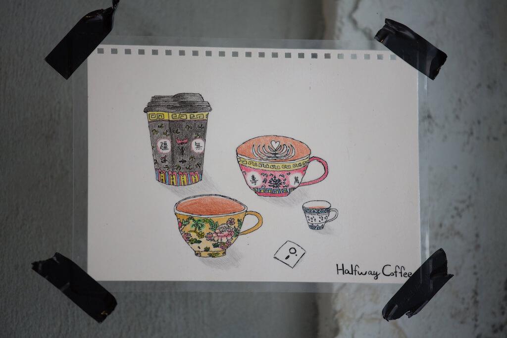半路咖啡由開業至今三年有多,早已儲落不少熟客,新店來到九龍,仍有很多熟客專程來到旺角店支持,並送上手繪圖畫以示支持。