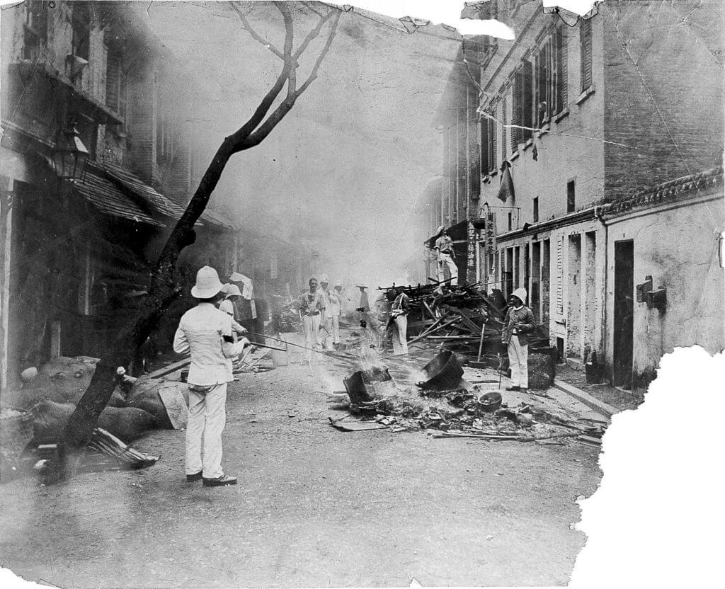 香港鼠疫期間收回太平山街一帶的土地,唐樓遭到清拆和燒毀。(圖片來源:wikicommons)
