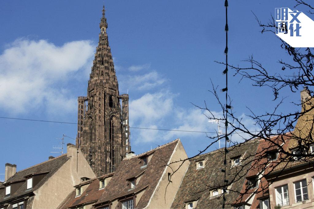 歌德式教堂,罕有地只有一座塔。