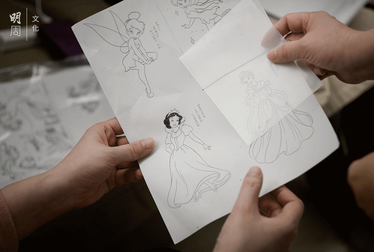 護士給病中孩子帶來公主圖案繪本,讓她躺在牀上仍有一絲樂趣。