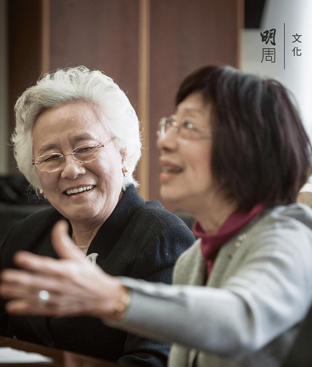 香港防癌會主席朱楊珀瑜(左)與 香港防癌會「改善癌病人生活」基金委員黃馮玉棠(右)認為,讓病者有尊嚴離開,身、心、社、靈的關顧每個環節都不可或缺。