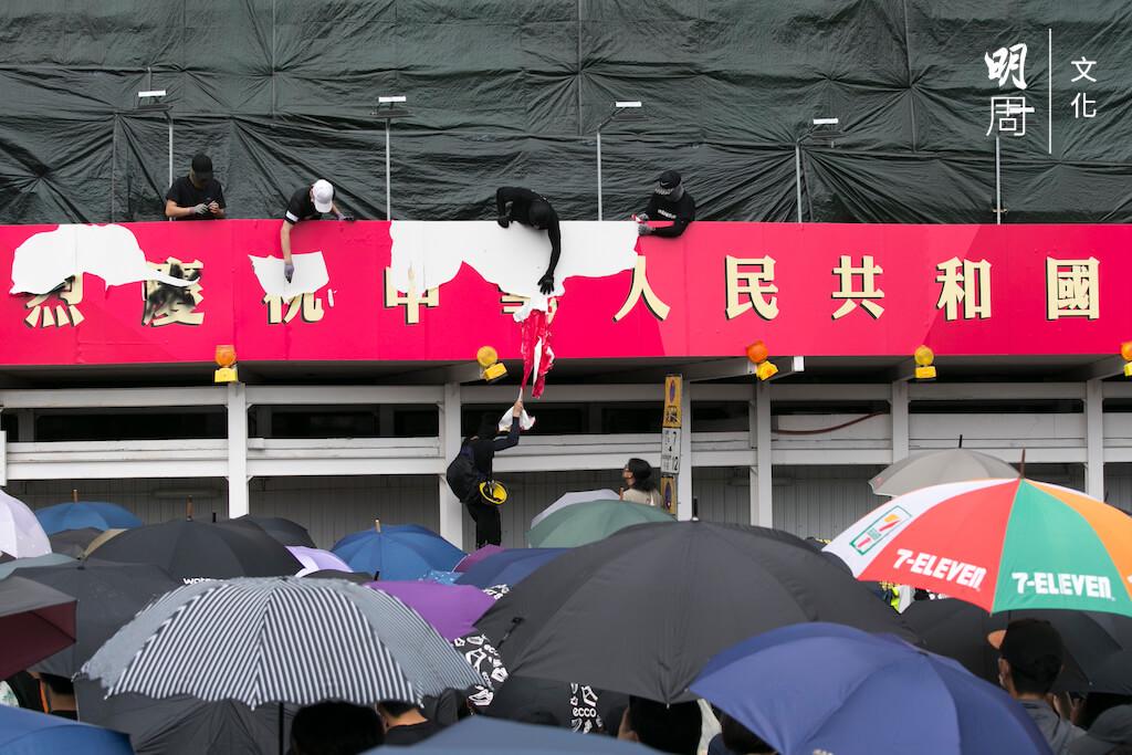 任何與中國有關人事物,已經變成一種政治符號。