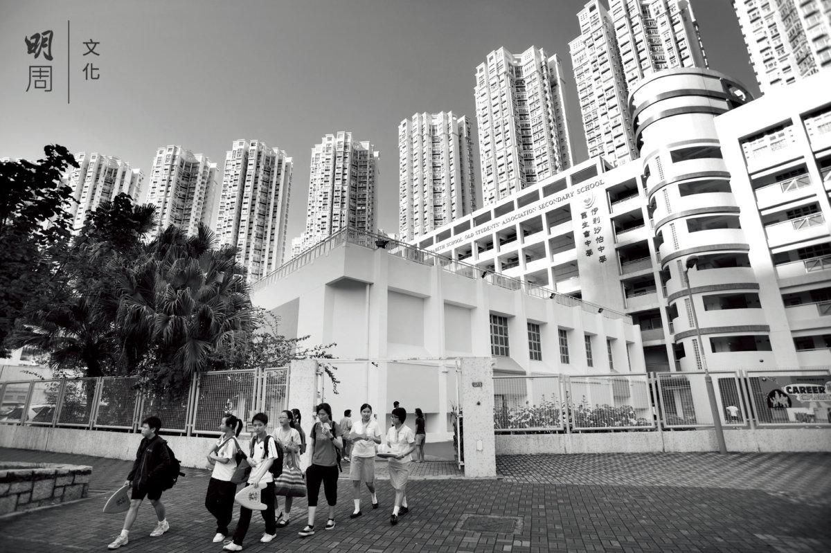 日後被屏風樓前後夾擊的校園,是最活生生的環保反面教材。