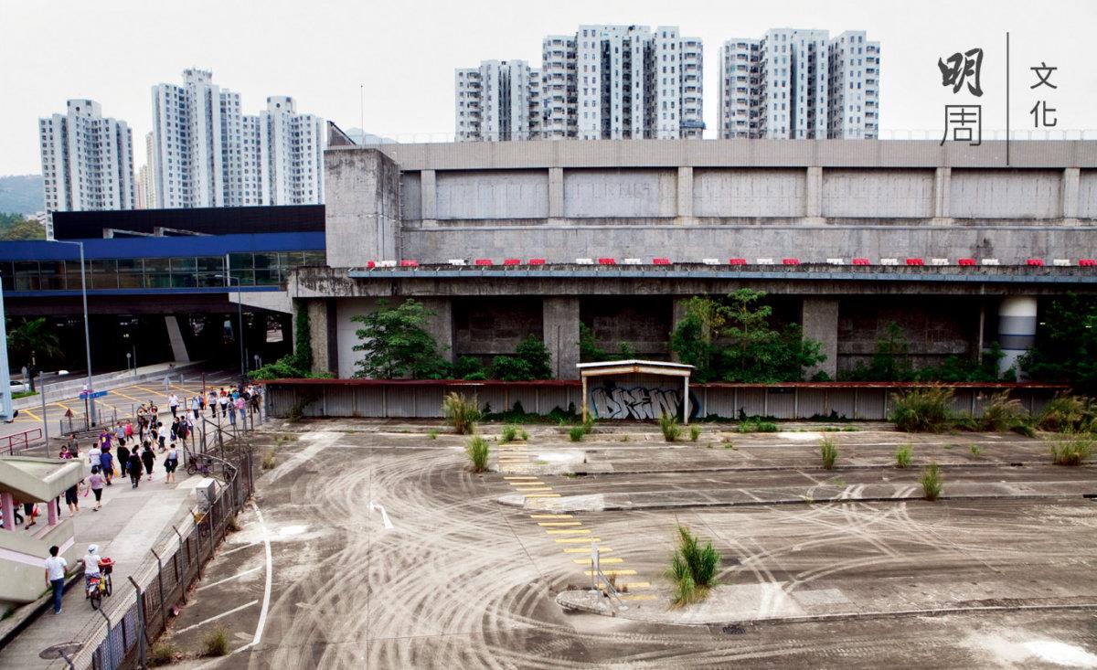 大圍站上蓋物業發展建議道路工程將永久封閉並拆除舊大圍車站巴士總站,有蓋行人天橋北端的天橋部分等設施。