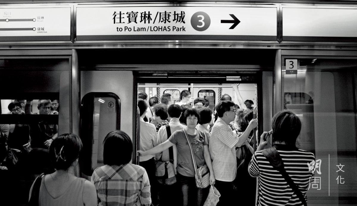 繁忙時段,寶林居民頭三班車每三分鐘一班,第四班車要等五六分鐘。