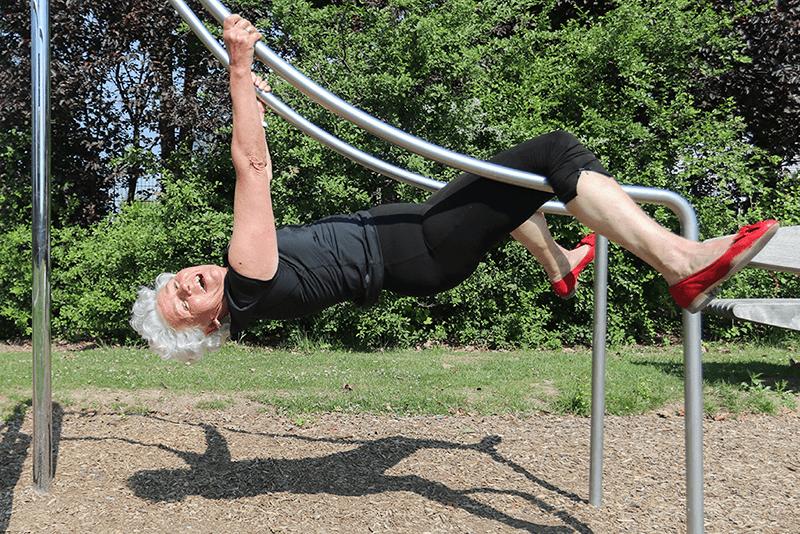 80歲的德國長者Aline Zumbülte 熱愛運動。攝影 陳伊敏 圖片來自《看見生命的火花:德國高齡社會紀行》