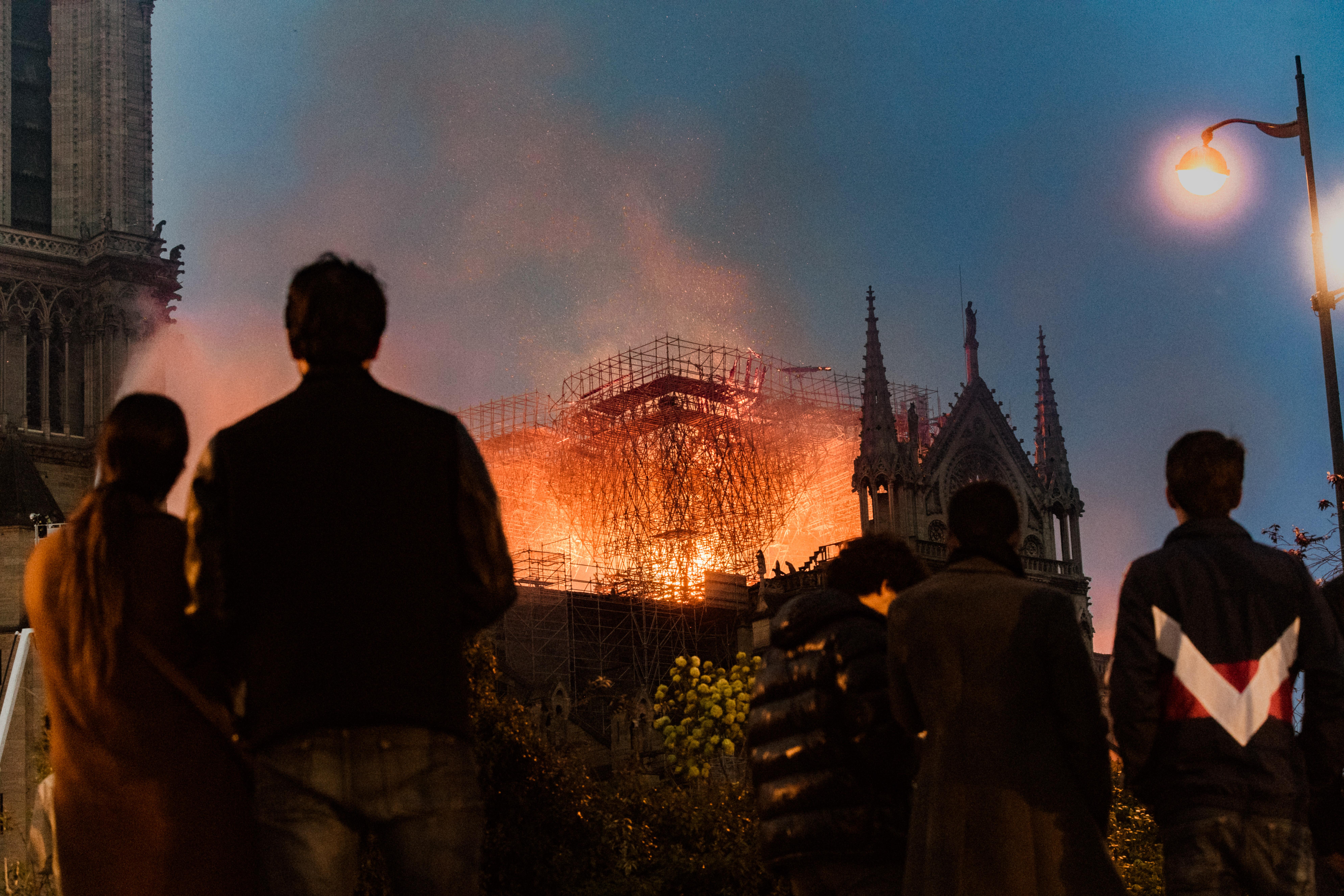 一年前的四月十五日,巴黎聖母院大火(圖片:法新社)