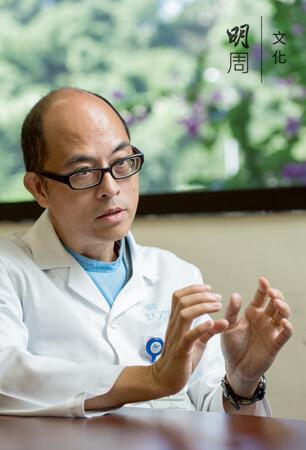 東區尤德夫人那打素醫院精神科顧問醫生楊位爽說,嚴重精神病治療的方向不在根 治,並非cure,而是care。