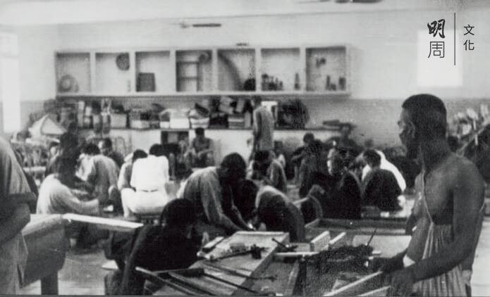 院舍生活 ─ 六、七十年代青山醫院治療部的木工工場,可見當時的病患者從事各類活動的情景。