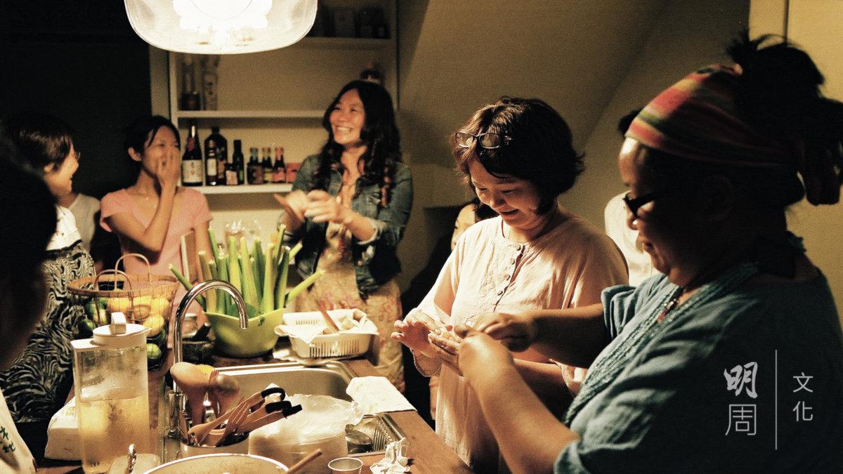因應着節氣,種籽節氣飲食的 研究室會以鍋貼為載體。包裹 節氣的蔬菜與豆腐,有時是山 茼蒿,有時是芥菜,有時是絲 瓜。(圖片由受訪者提供)
