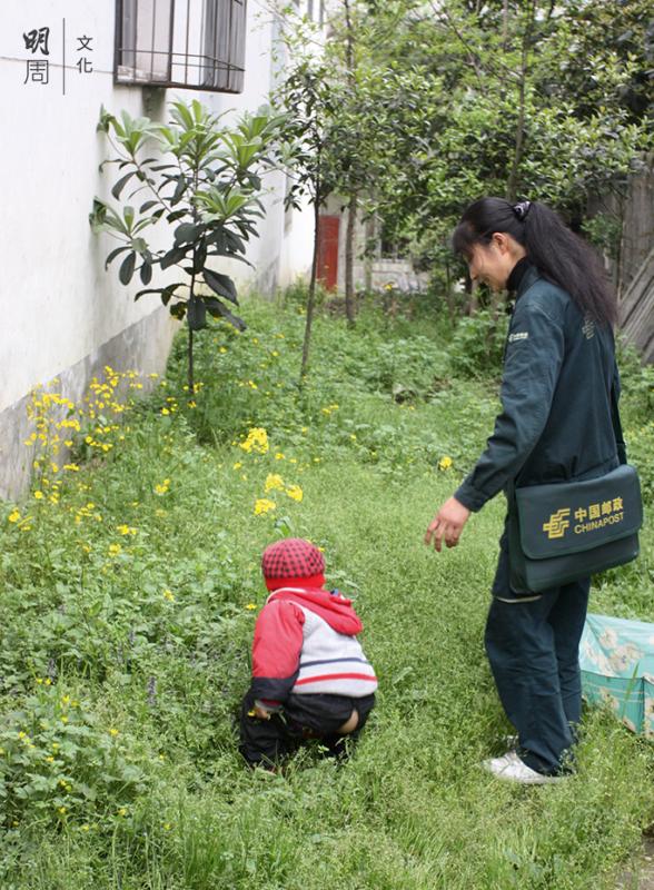 劉曉玲每天下班第一時間就是衝回家帶孩子。