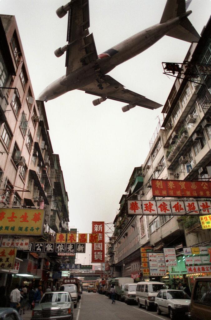 一個時代的終結,就是飛機不再在人羣的頭頂飛過。(來源:法新社/Tommy Cheng)