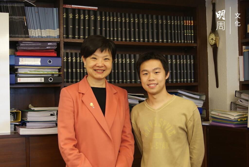黃肇鴻曾經在余若薇議員的601辦公室實習