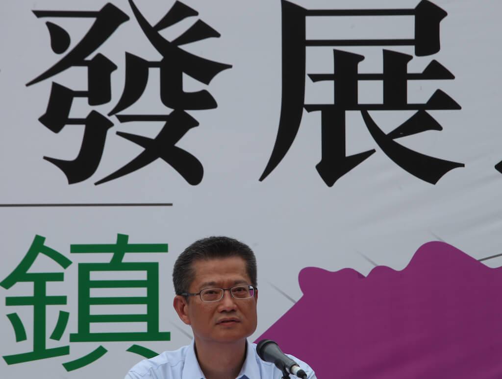 陳茂波出席新界東北發展的諮詢會後被包圍(來源:/Carter Chung/EyePress)