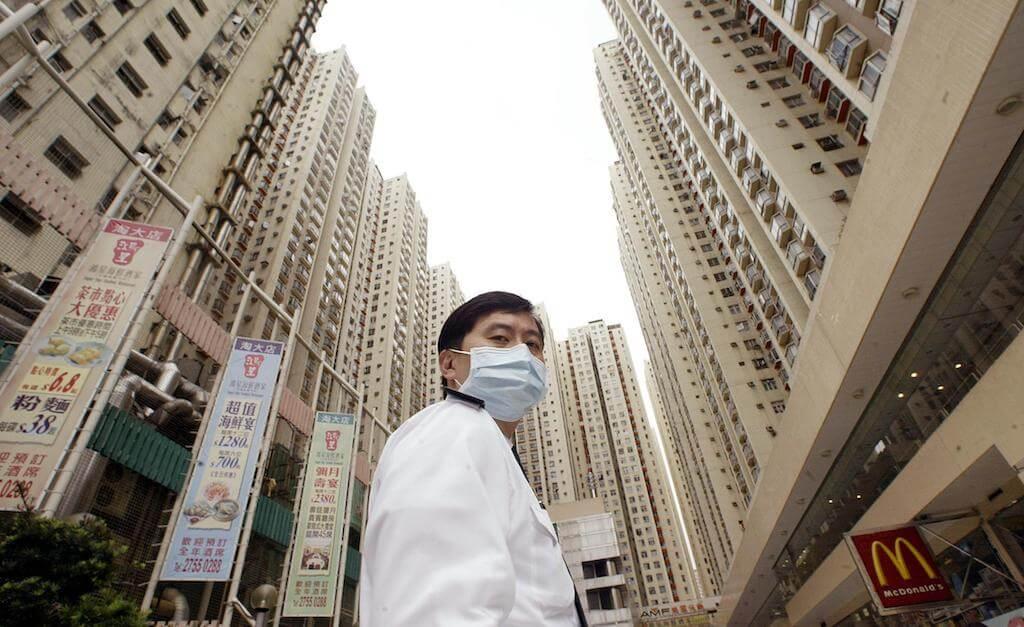 沙士之後,她開始覺得,香港作為特區,和中國是有區別的。(來源:法新社/Peter PARKS)