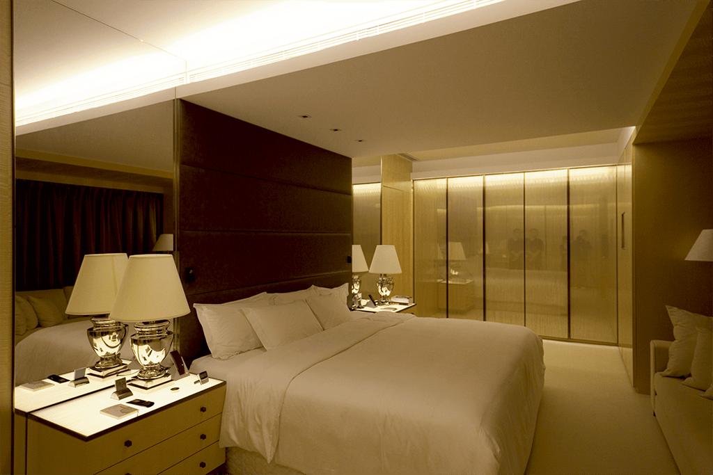 不同位置的燈槽,LED 燈發揮了作用,多光源設計,即使很小的火數,也能欣賞整個空間。