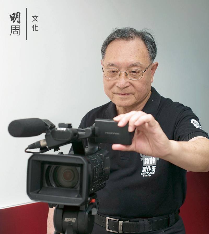 曾志強(CK)享受在攝 像機後面的世界。