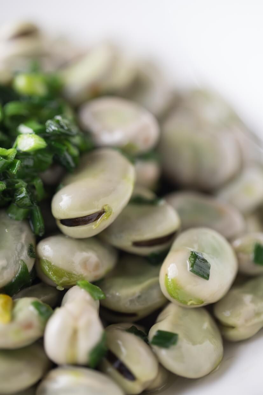 葱油蠶豆 // 蠶豆皮厚,須以文火慢煮,把葱油香逼入豆肉內。若是把豆蓉壓爛炒成酥,又是另一種地道滋味。($128)